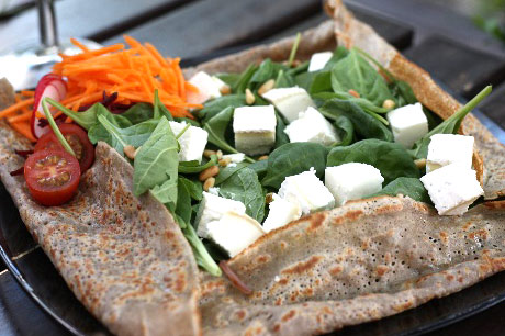 Galette with goat cheese and baby spinach